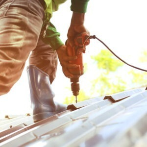roofer fixes leaky roof